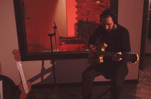 Arnoldi sovra-chitarre-3